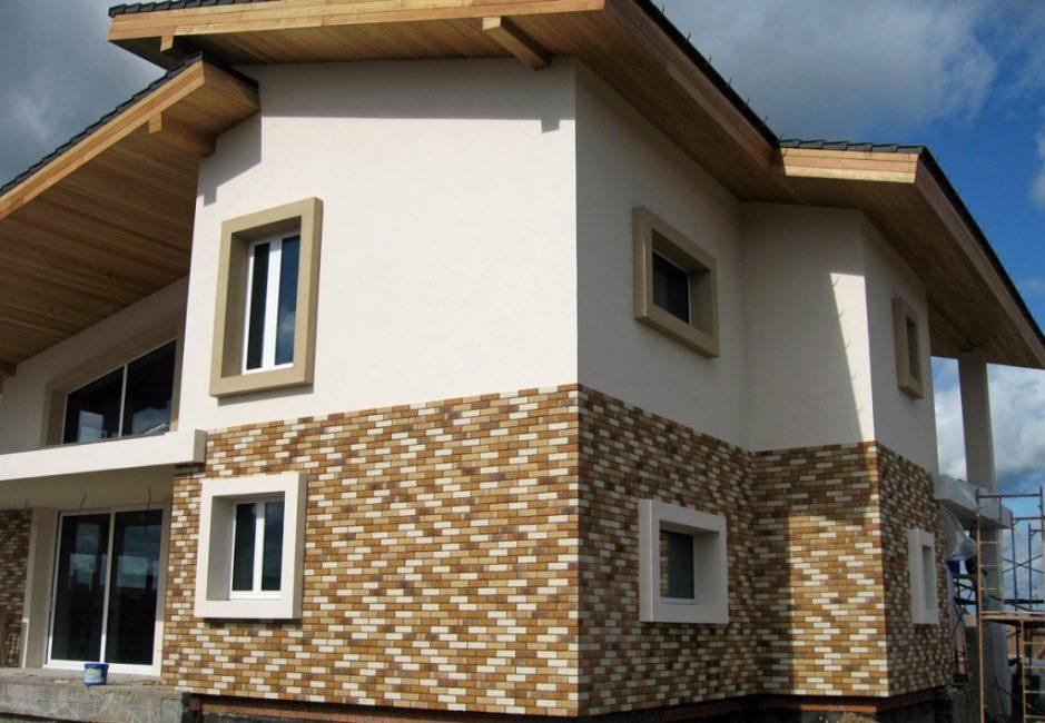 Отделка фасада с применением различных материалов