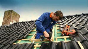 [Инструкция] Как правильно крепить профнастил на крыше: пошаговое куроводство крепежа своими руками, резка, монтаж на саморезы, советы (Фото & Видео) +Отзывы