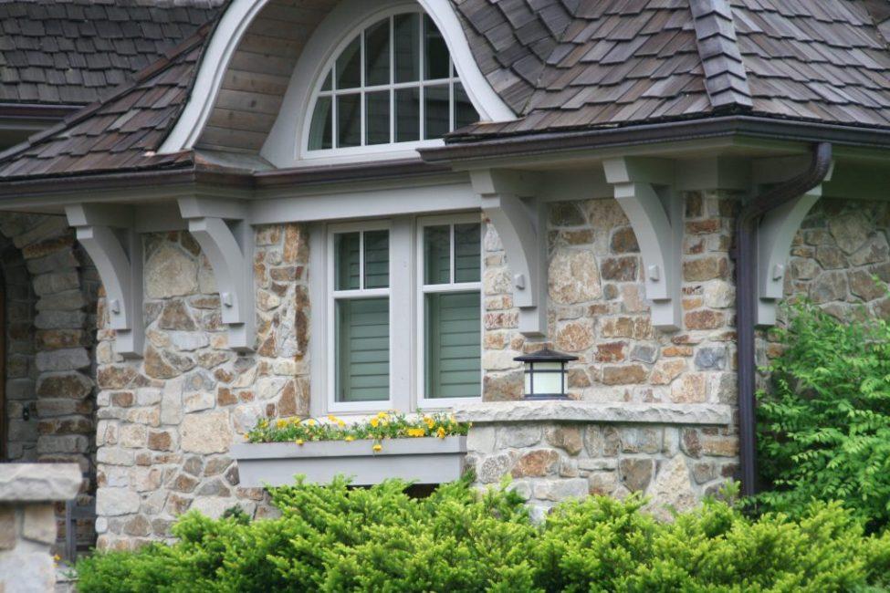 Облицовка натуральным камнем – мрамор в сочетании с гранитом