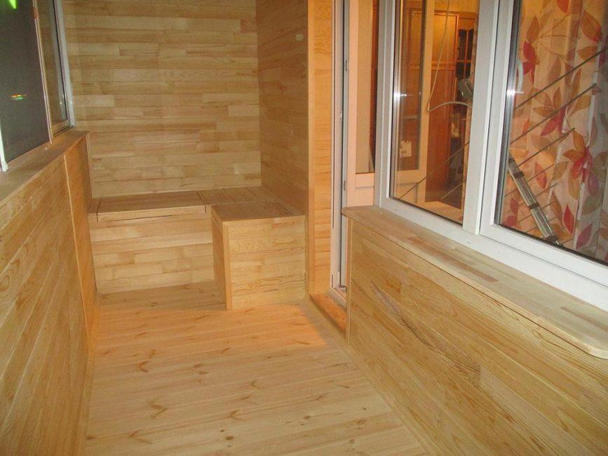 Обшитое древесиной помещение