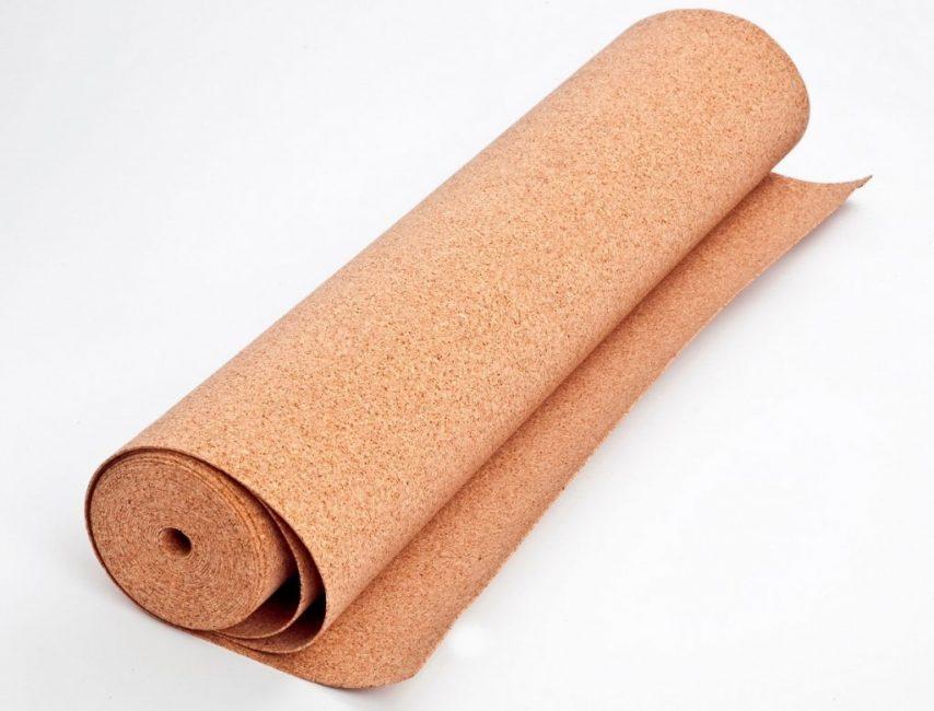 Пробка – натуральный материал, который придаёт напольному покрытию дополнительные гидро- и шумоизоляционные характеристики
