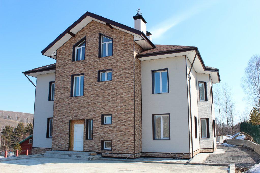 Отделка фасада частного дома фиброцементными панелями