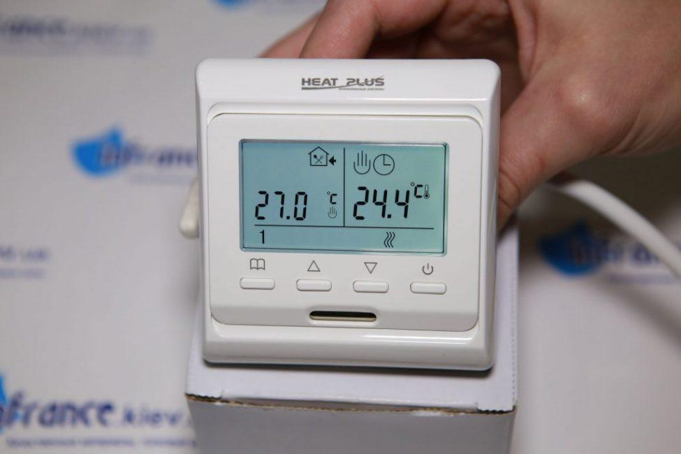 Терморегулятор позволяет управлять системой напольного обогрева