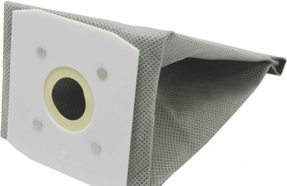 Тканевый пылесборник необходимо тщательно вытряхивать, периодически стирать