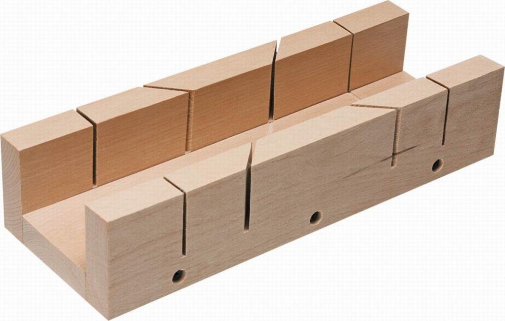 Стусло – инструмент для резки под углами 90 и 45°