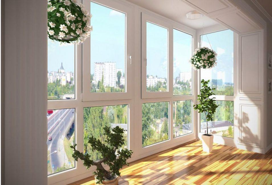 Светлые панели в паре с большими полотнами стекол зрительно расширяют пространство