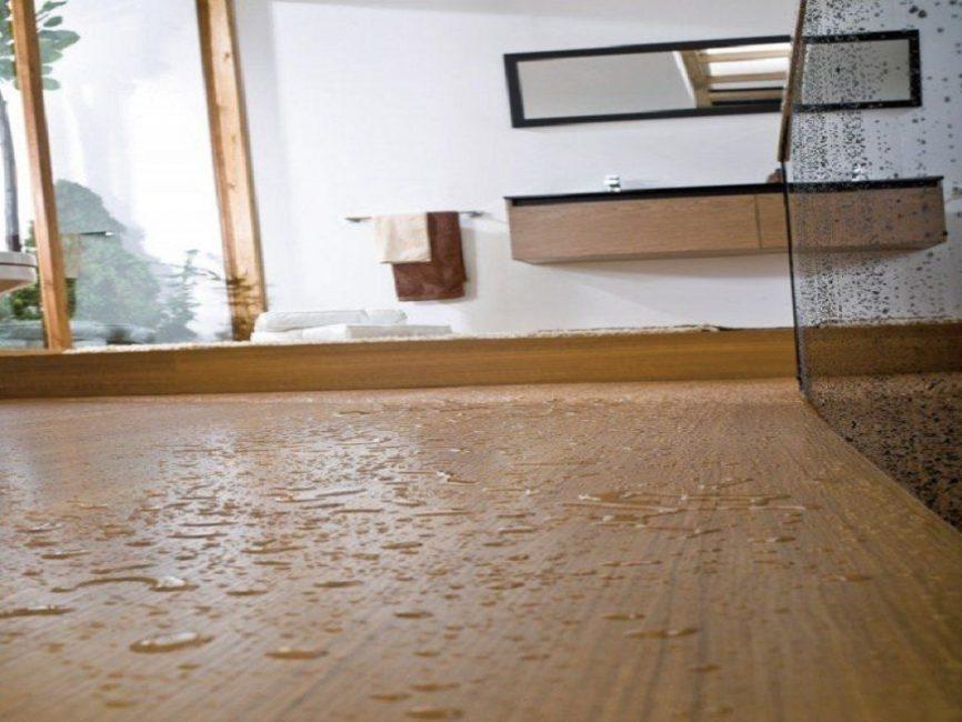 Вода и влажность - главные враги такого напольного покрытия