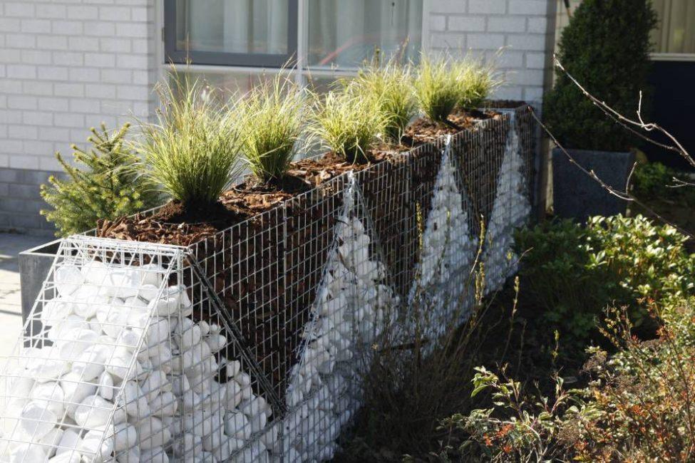 Пример творческого подхода к заполнению сетки камнями