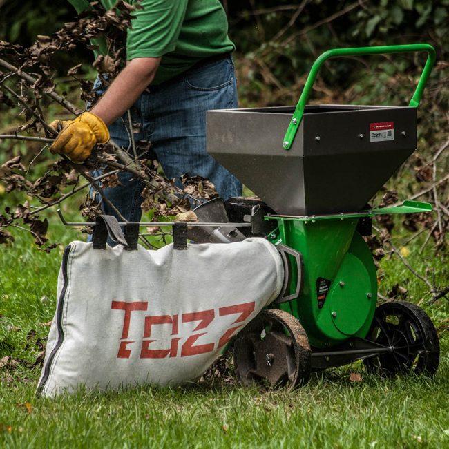 Мощный и надежный измельчитель работает быстро и предназначен для больших территорий. Это профессиональная техника для очищения улиц и площадей