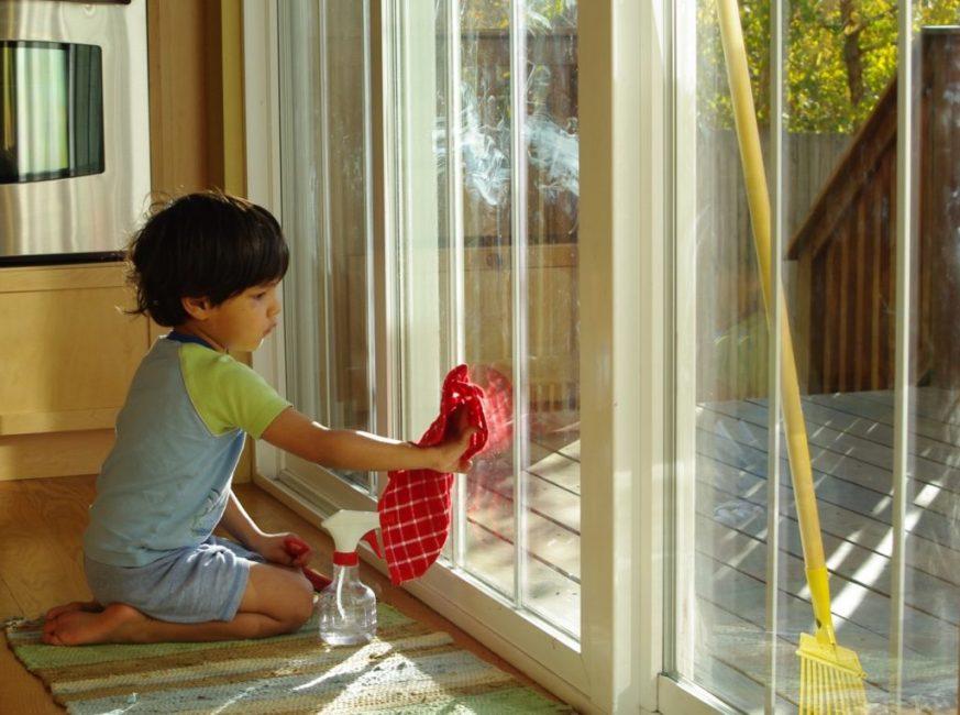 Средство для очистки стёкол должно быть настолько безопасным, чтобы им мог пользоваться ребёнок