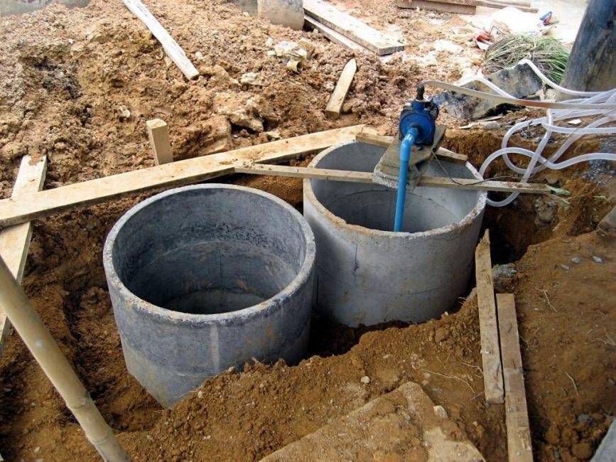 Оборудование ямы из бетонных колец большого диаметра