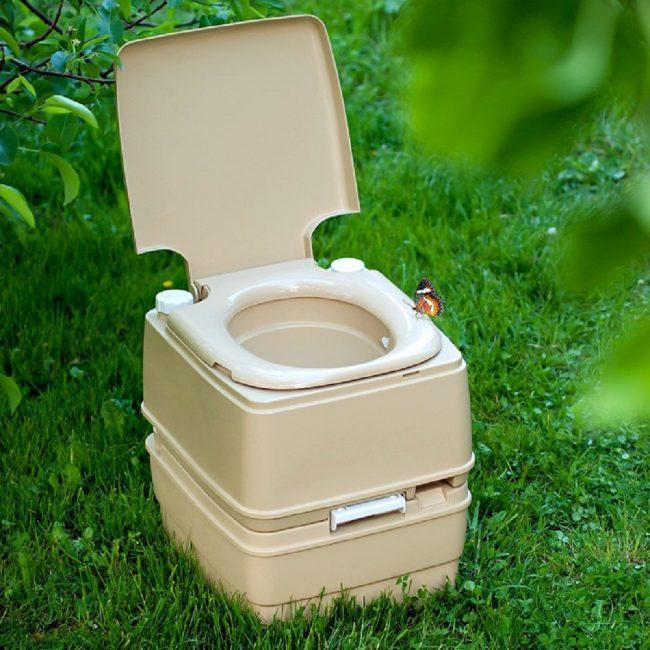 Конструкция сиденья и резервуара для отходов в биотуалете