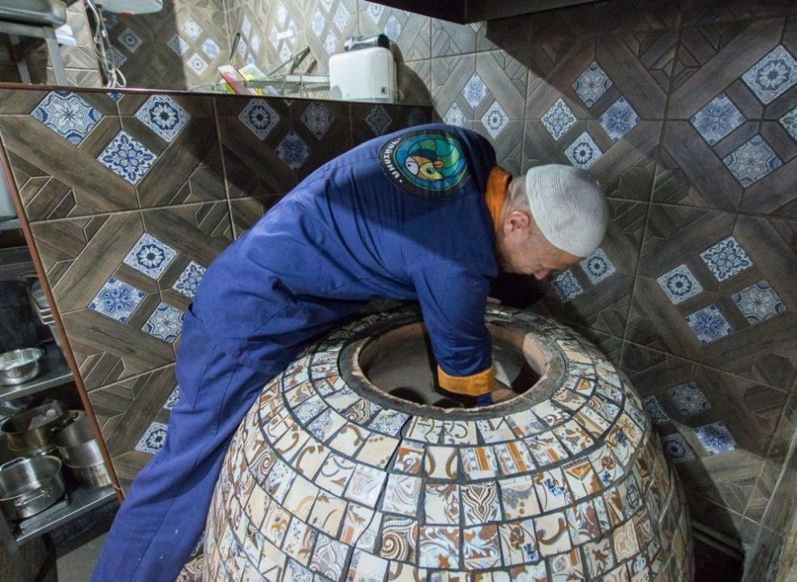 Самый важный этап работы – выравнивание внутренних глиняных стенок