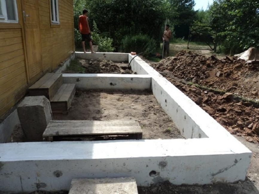 Процесс строительства фундамента под крыльцо