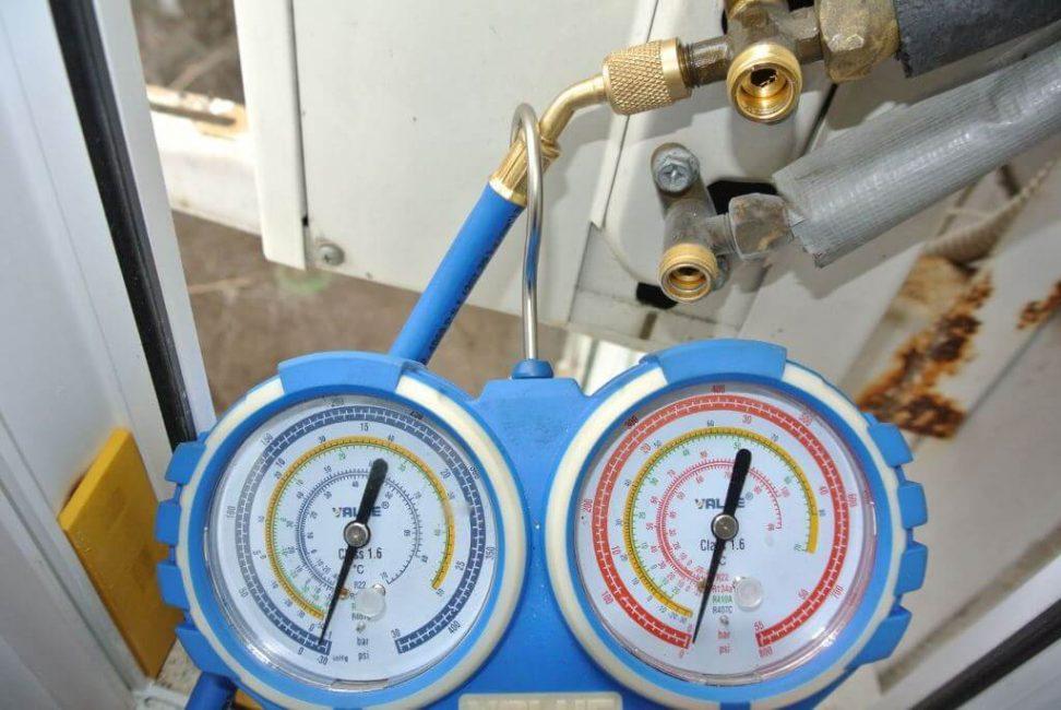 Стрелки манометра, проверка давления, заглушки