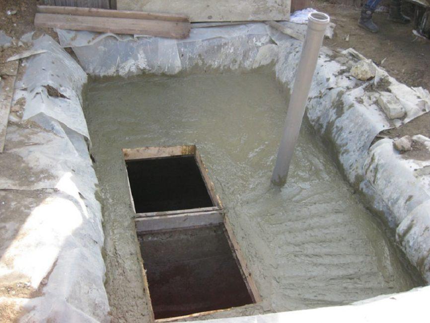 Заливка фундамента ямы