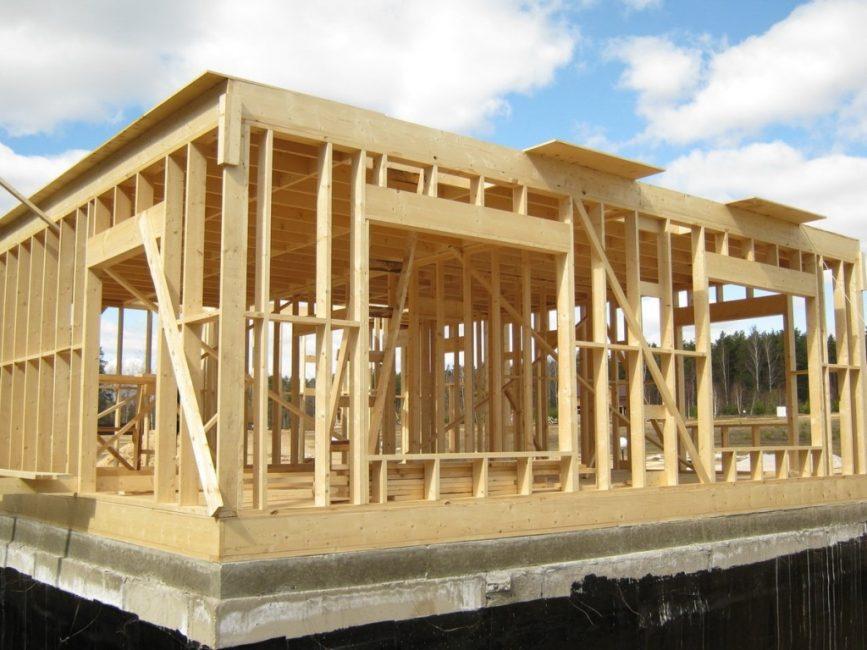 Каркасный или модульный дом в процессе изготовления