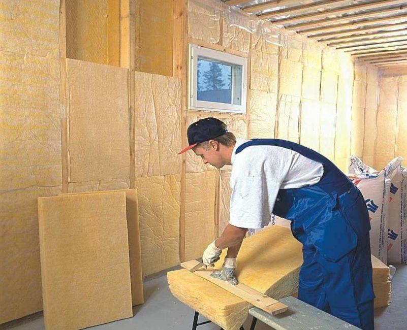 Заполнение стен каркасного дома теплоизоляцией