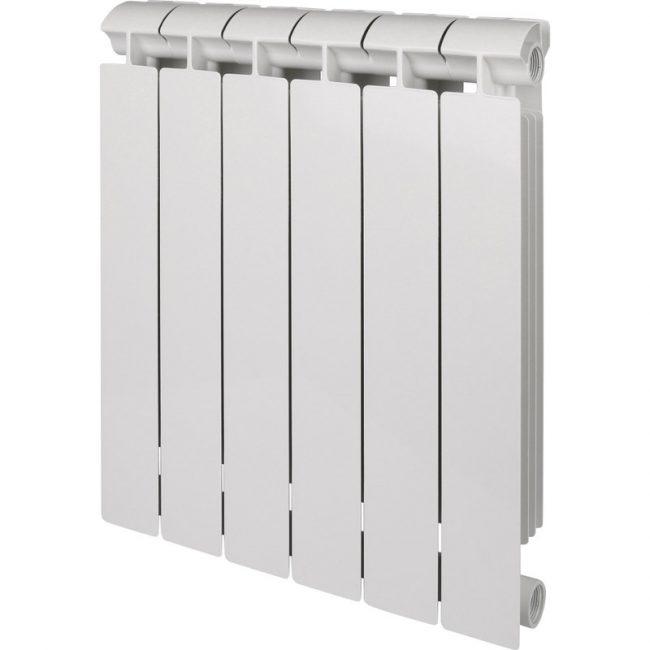 Несмотря на отсутствие дополнительных рёбер, у этого радиатора высокая теплоотдача