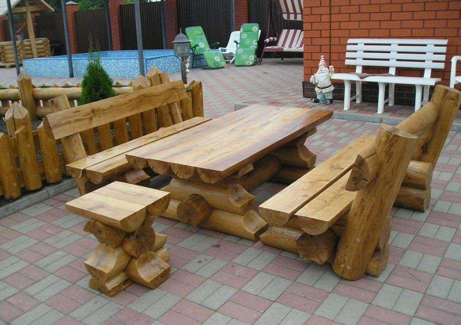 Бревна – экологически чистый и простой в обработке материал