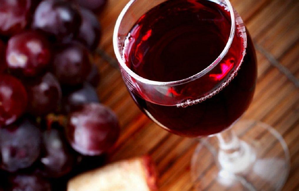 Красный виноград делает ароматный результат с насыщенностью оттенка и яркостью вкусовых ощущений