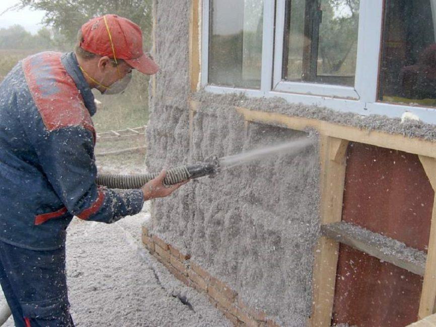 Утепление стен при помощи напыления целлюлозного утеплителя