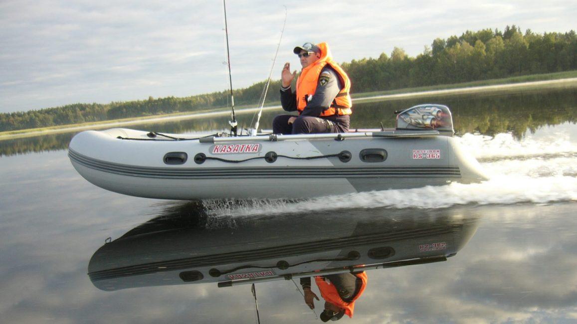 При выборе двигателя ориентируются на используемую лодку