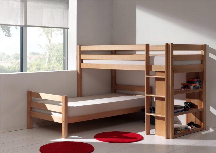 Кровать с перпендикулярным расположением ярусов