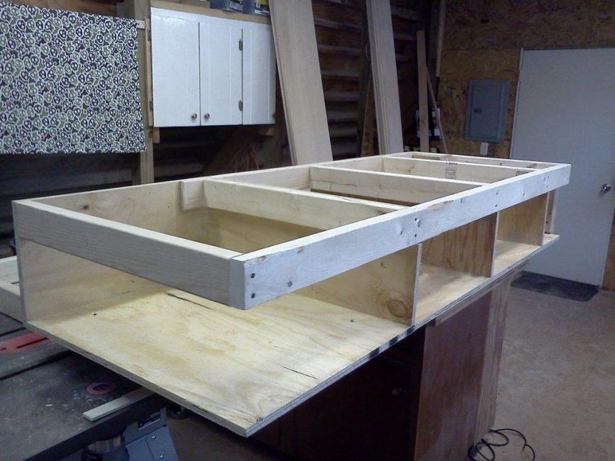 Нижняя рама двухэтажной кровати с отделениями под ящики
