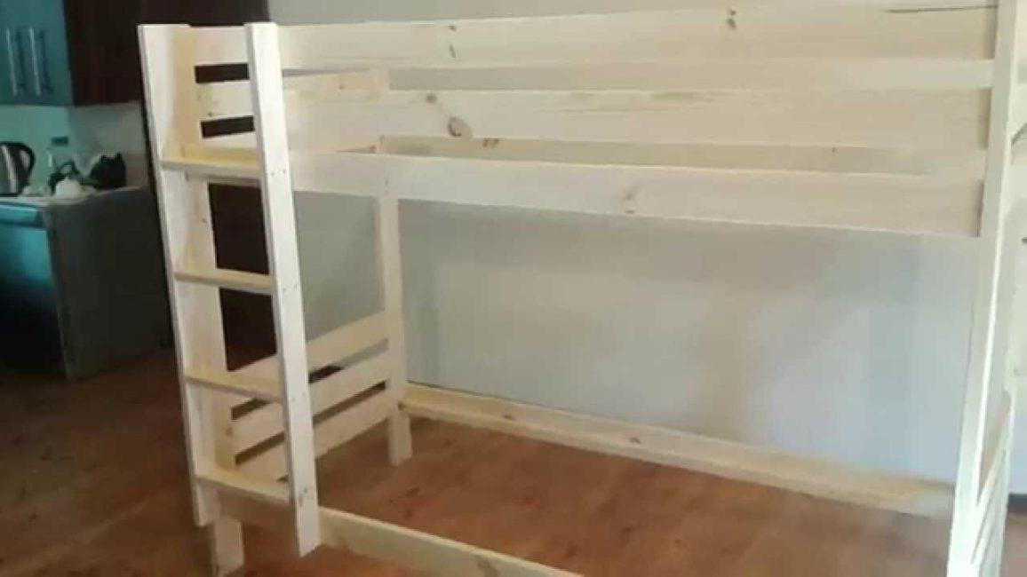 Готовая деревянная конструкция шлифуется и покрывается лаком