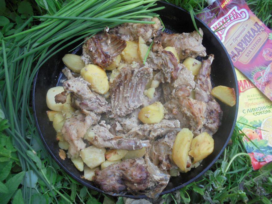 Кролик с картофелем