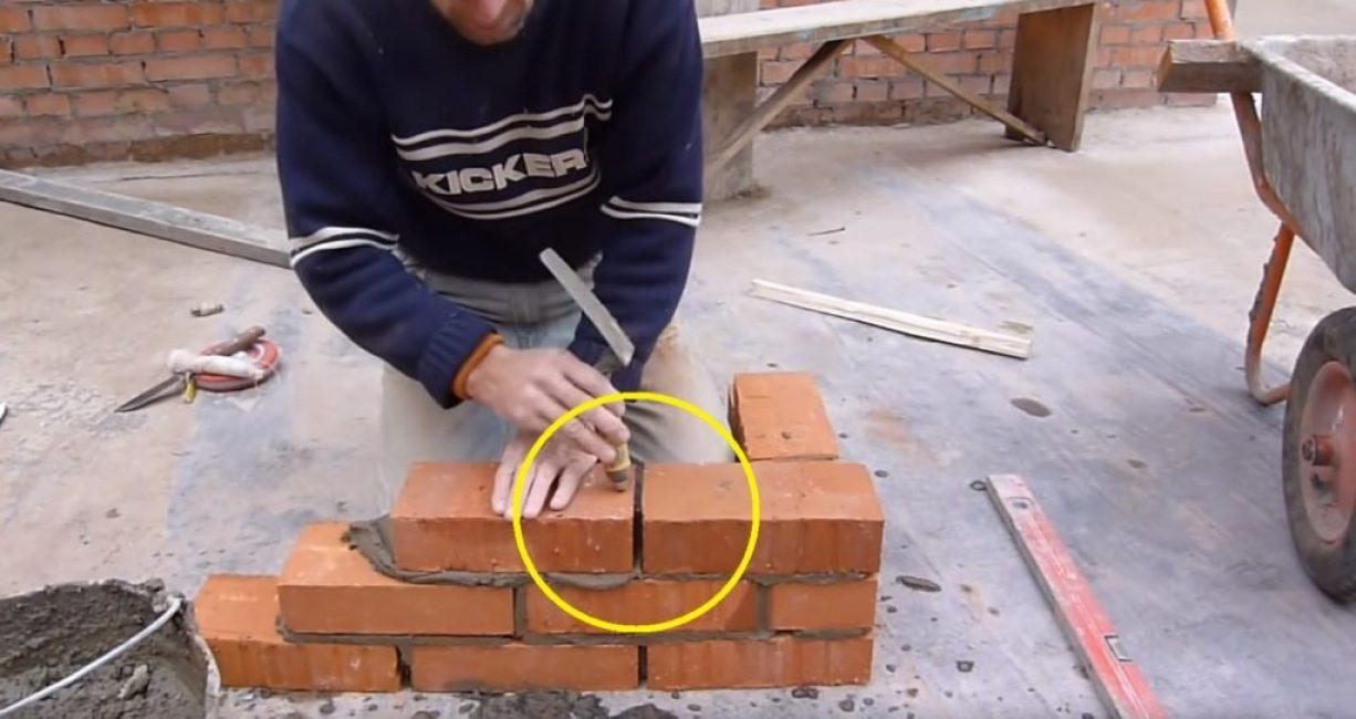 Установка стенового кирпича без нанесения раствора на торец
