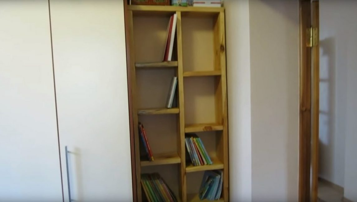 Внешний вид готового стеллажа для книг