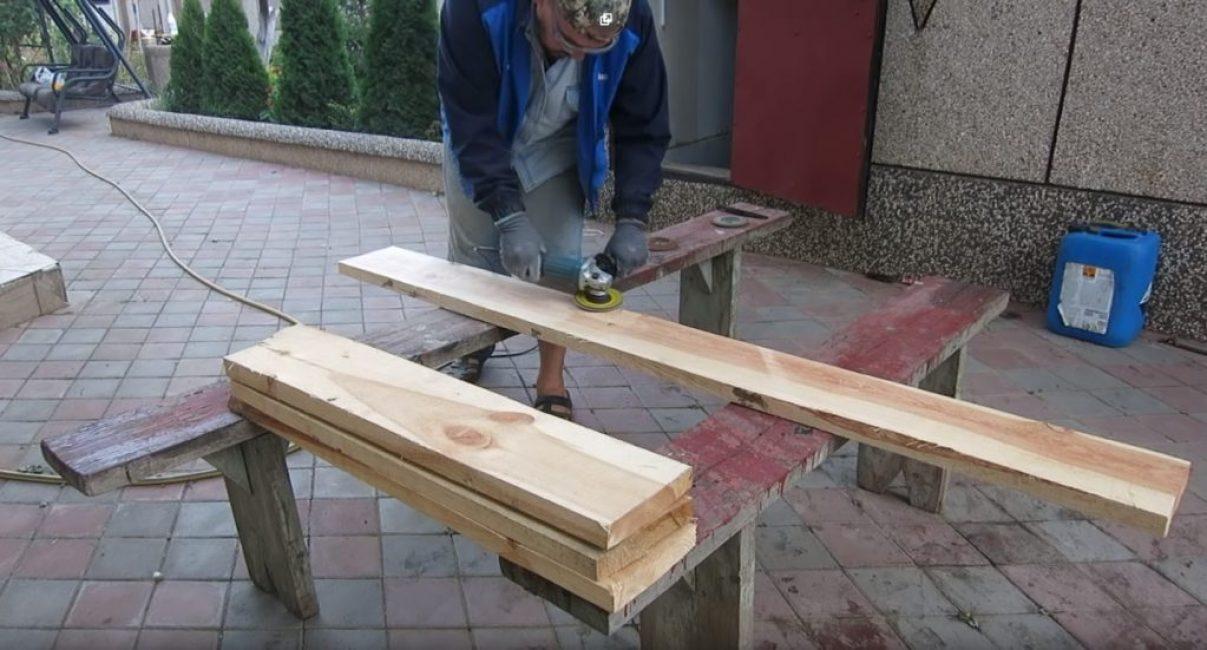 Для того, чтобы сделать доски гладкими можно воспользоваться, например, болгаркой с соответствующей насадкой для работы с деревом