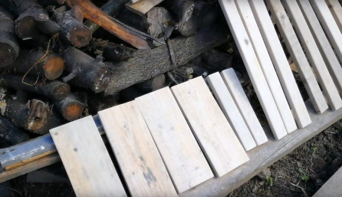 Используемые для изготовления обувной полки деревянные элементы конструкции