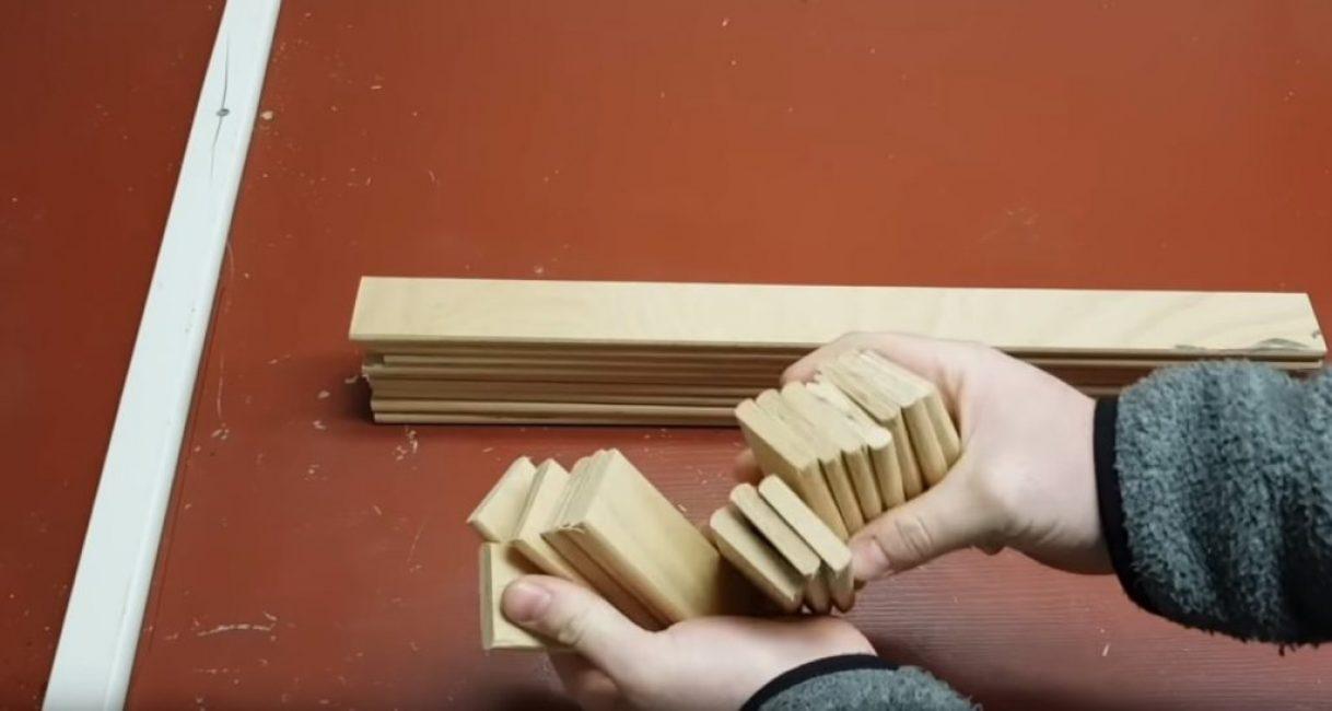 Заготовки подставки под горячее, сделанные из тонкой доски
