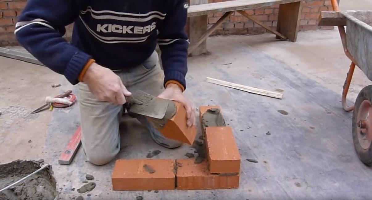 Неправильный метод установки стенового кирпича
