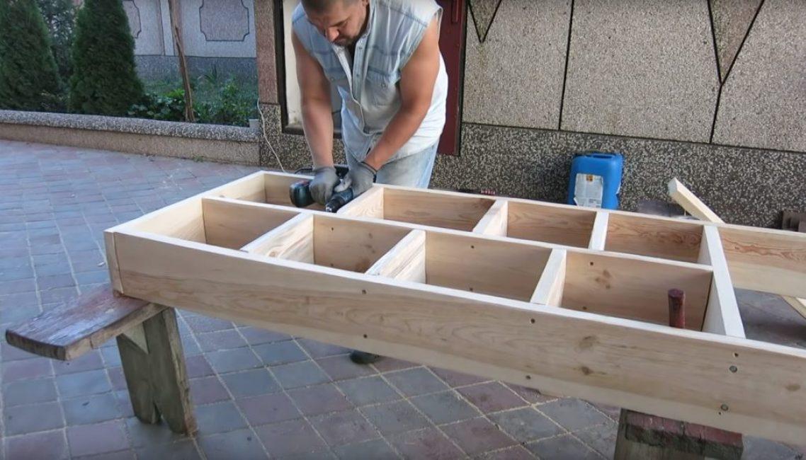 Полностью готовая конструкция стеллажа