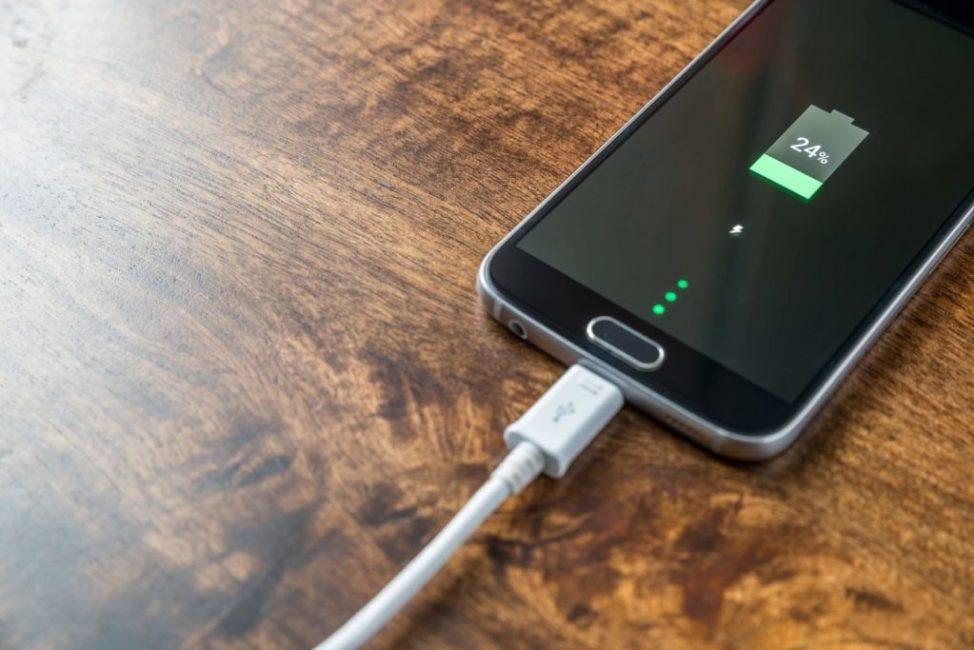 При зарядке телефона температура увеличивается