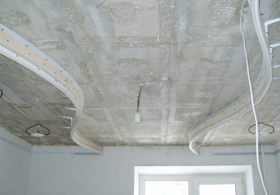 Установка каркаса – сложный потолок