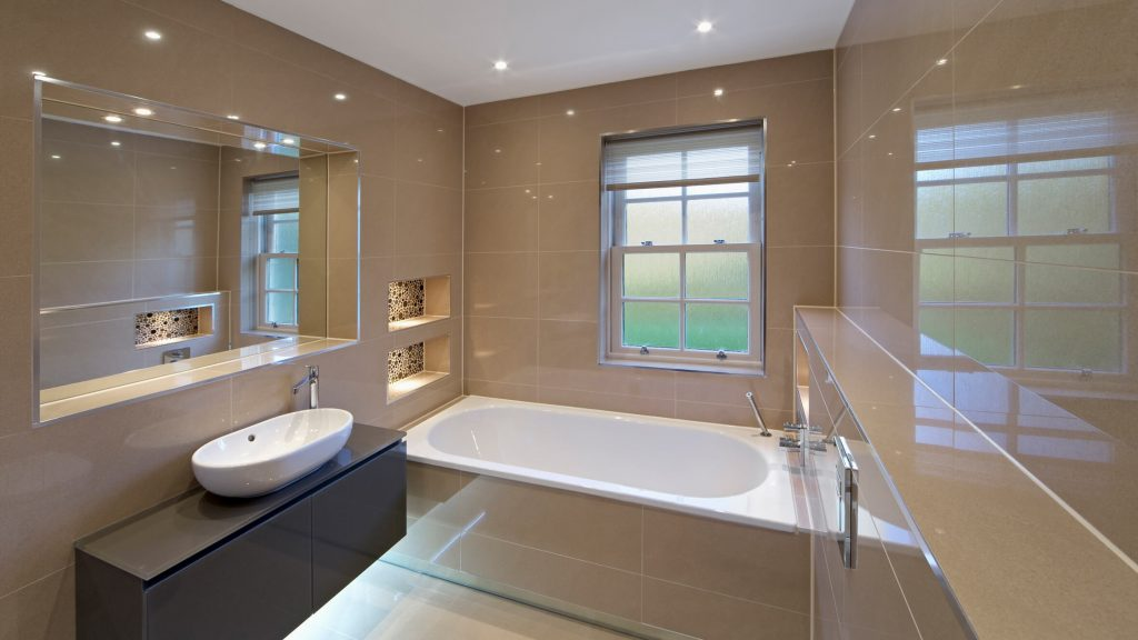 Плюсы и минусы натяжных потолков в ванной фото и полезные советы