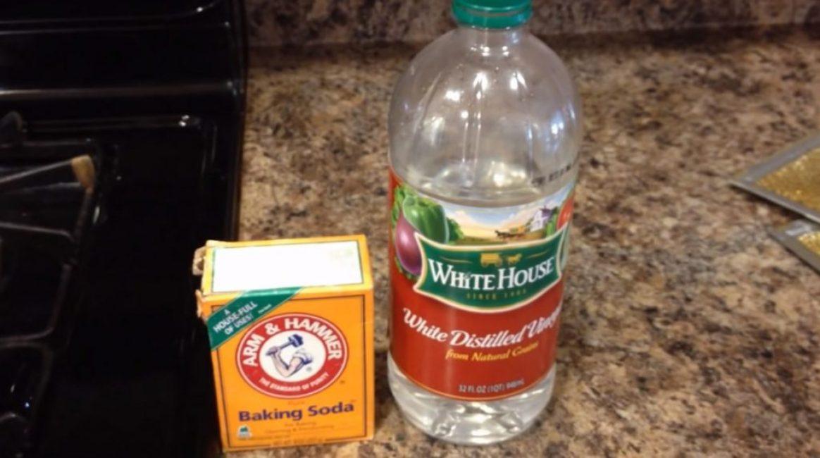 Сода и уксус – используемые для чистки химические реактивы