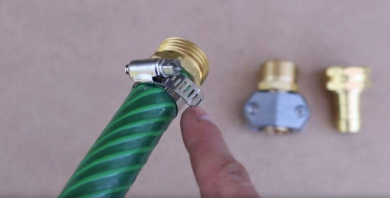 Соединение штуцера и шланга при помощи хомута