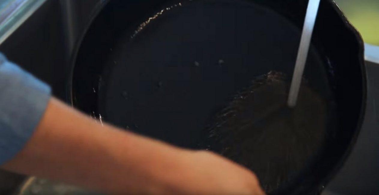 Промывка сковороды