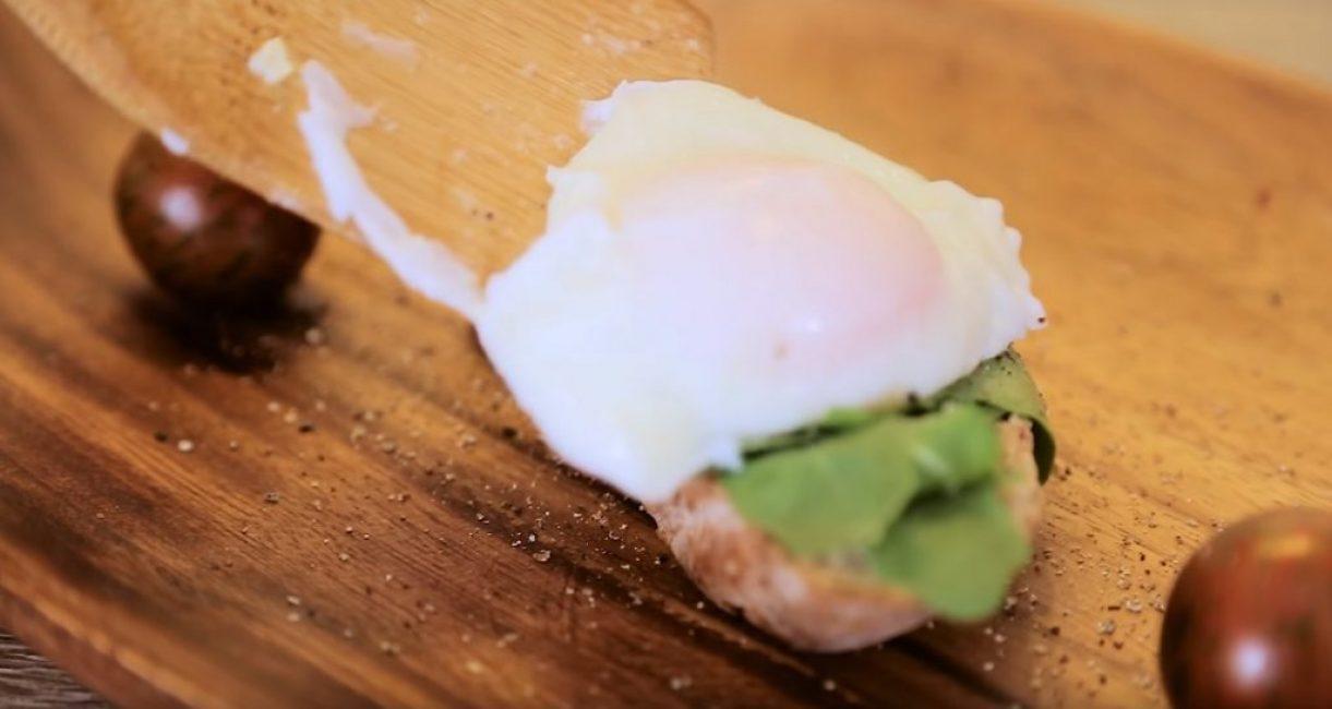 Яйцо подают к столу