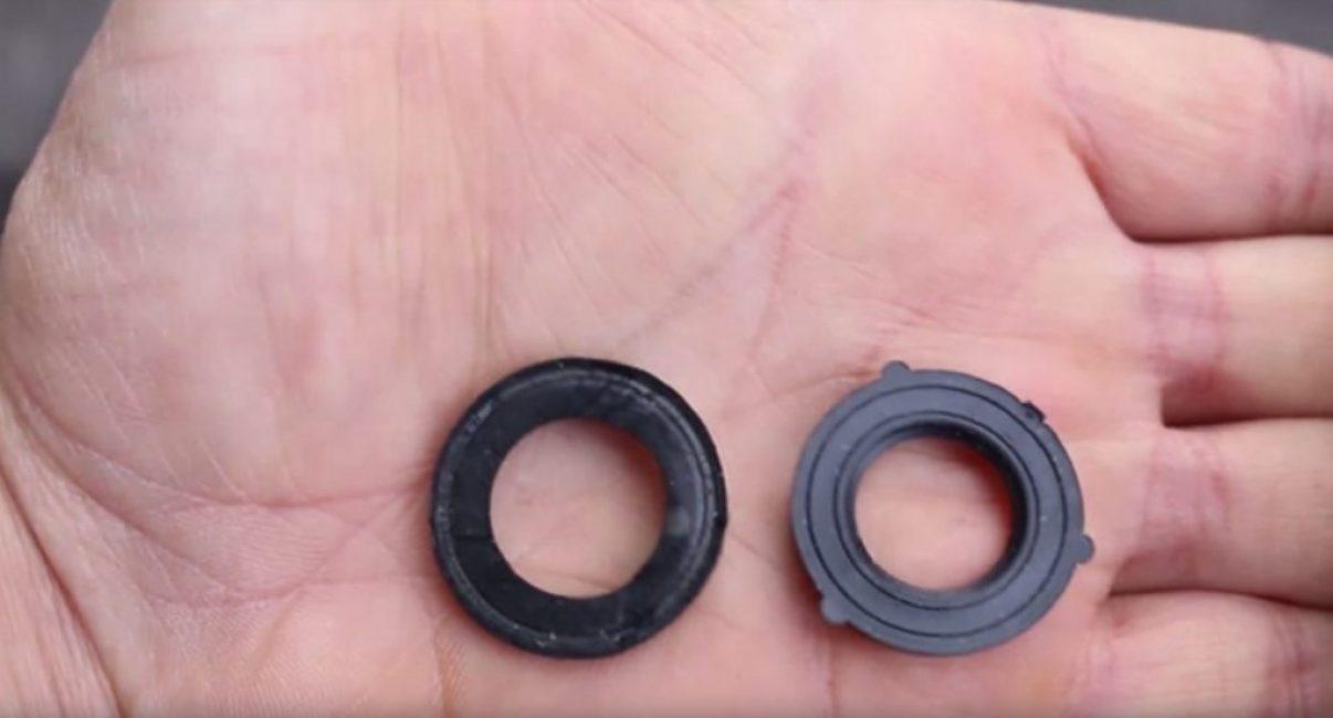 Изношенное (слева) и новое уплотнительные кольца