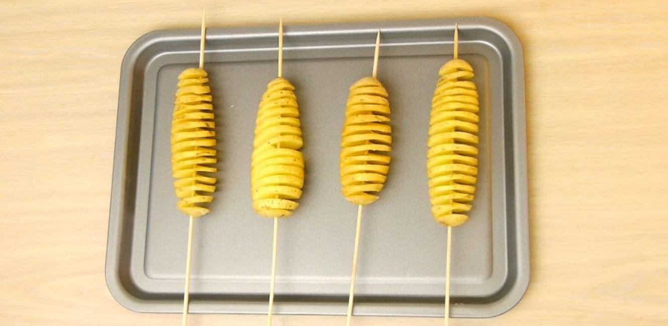 Подготовленные картофелины на противене