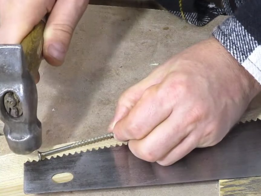Разводка зубьев с помощью самореза