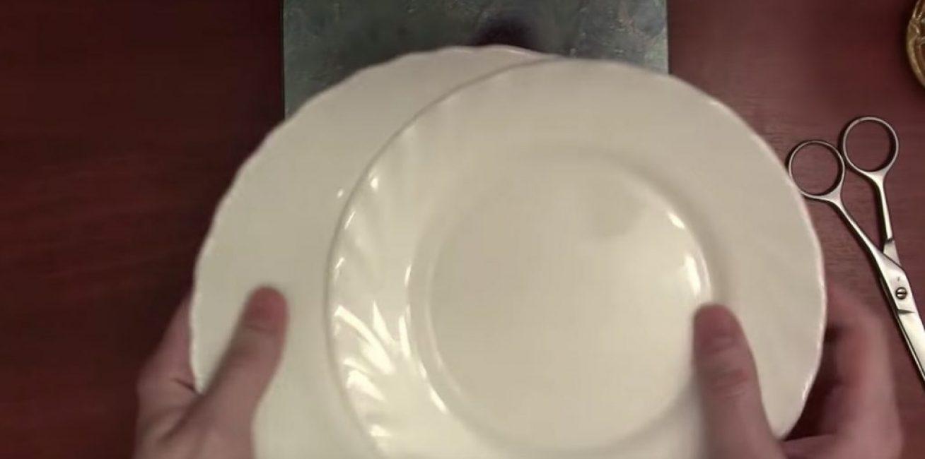 Две тарелки