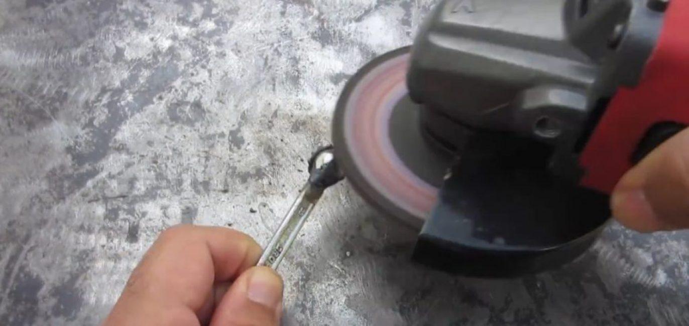 Лепестковый круг отлично шлифует